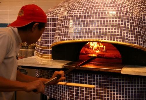 恵比寿・福岡で味わう本格ピッツァ「ダ ミケーレ」の魅力▶本場の食べ方でナポリ気分を味わおう