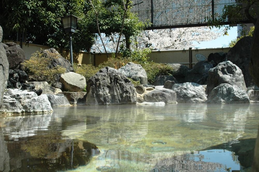 客室内の風呂も含め、源泉100%の天然温泉