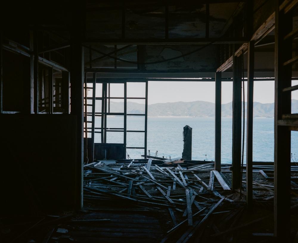 『奇界遺産』佐藤健寿の最新刊!廃墟の王「軍艦島」の写真集が発売その3