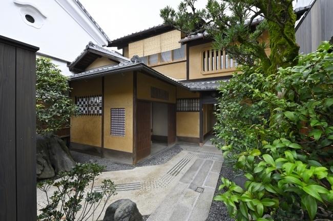 ミナペルホネンのデザイナーと建築家がタッグを組んだ町家宿が京都・西陣にオープン