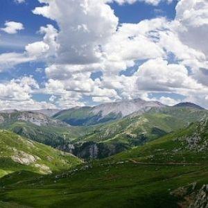 世界一高い駅も通過。「青海チベット鉄道」で大自然に触れる旅