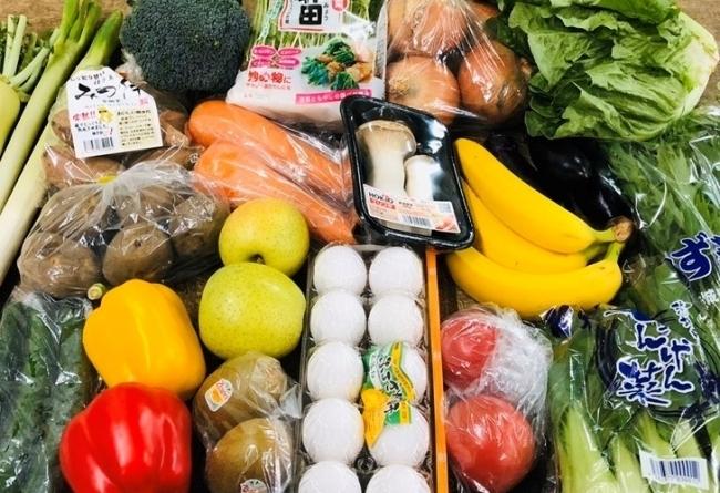 たっぷりの野菜やフルーツのセットが手に入る「ドライブスルー八百屋」