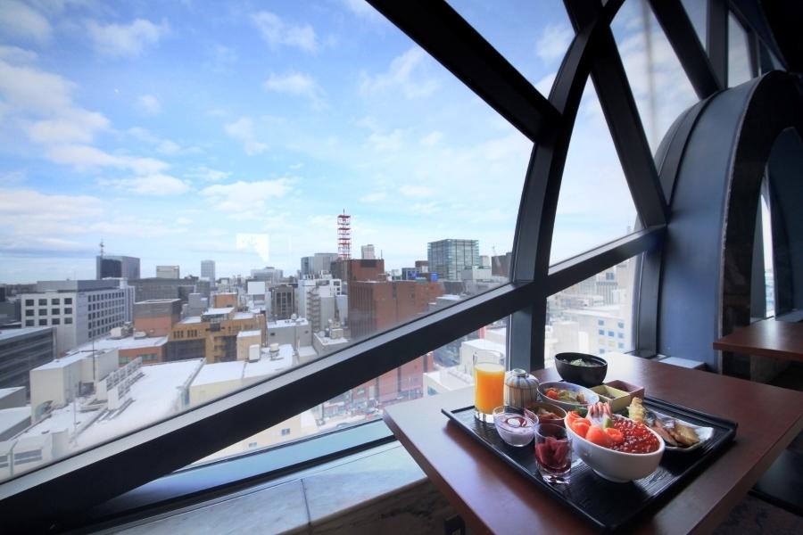 朝食は札幌市内を一望しながら