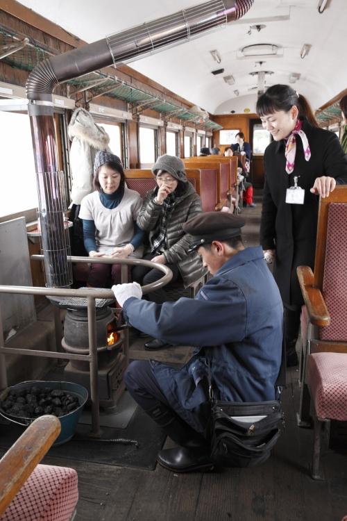 2日目:「ストーブ列車」に乗車