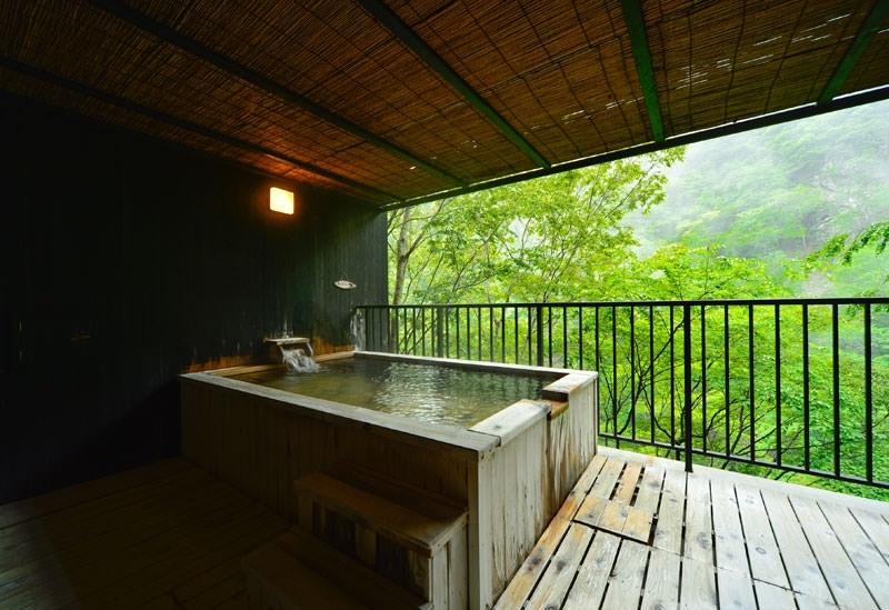 渓谷が望める展望風呂