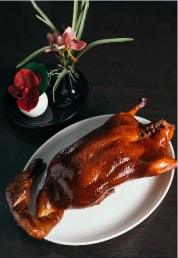 看板料理のチェリーダックは、1羽をさまざまに調理。