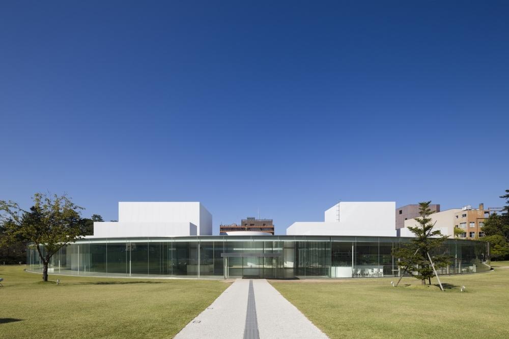 今こそ金沢21世紀美術館へ! 各国の主要な美術館も注目するダグ・エイケンの映像を見に行こう