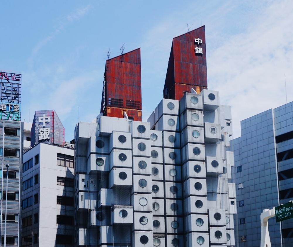 メタボリズム建築の傑作! 中銀カプセルタワービル