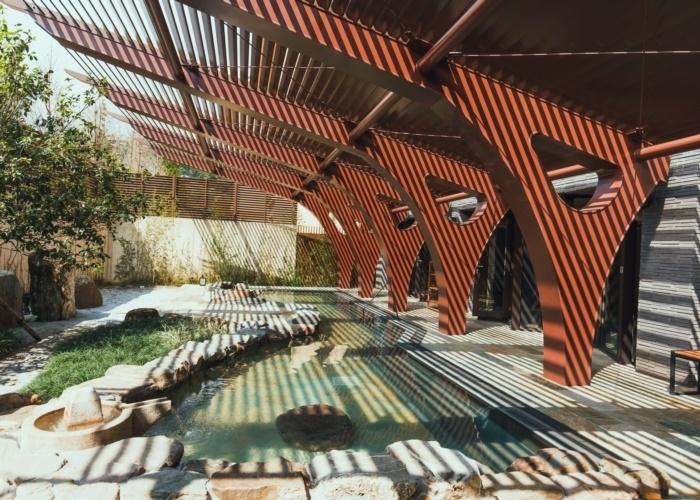 開放的な露天風呂で宜蘭の自然を満喫。