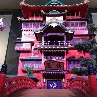 「鈴木敏夫とジブリ展」が神田明神とコラボ! 特別カフェメニューやお守りなどが登場