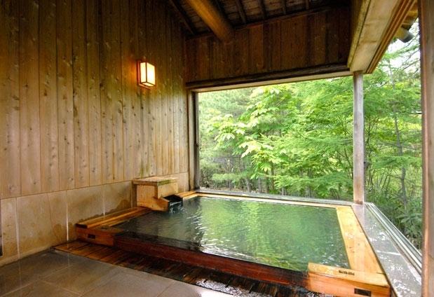 約3000坪の自然林の中で楽しむ極上の湯浴み体験
