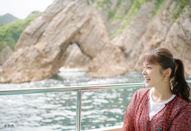 抜群の透明度と奇岩のコラボ!「浦富海岸 島めぐり遊覧船」