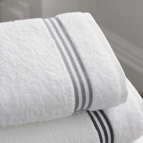 宿泊先での乾燥対策①室内に濡れタオルを干す