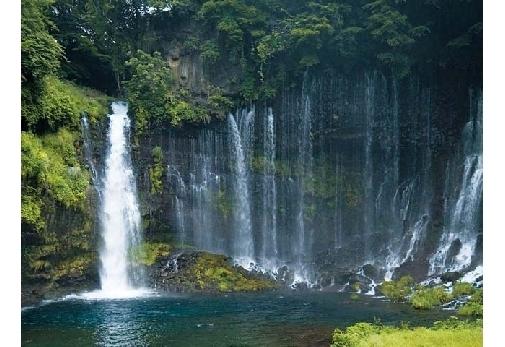 「白糸の滝」で趣ある秋の景色を堪能