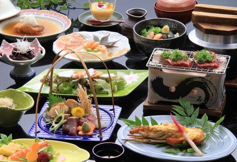 瀬戸内で獲れた新鮮な魚介や讃岐うどん……四国の味覚を堪能