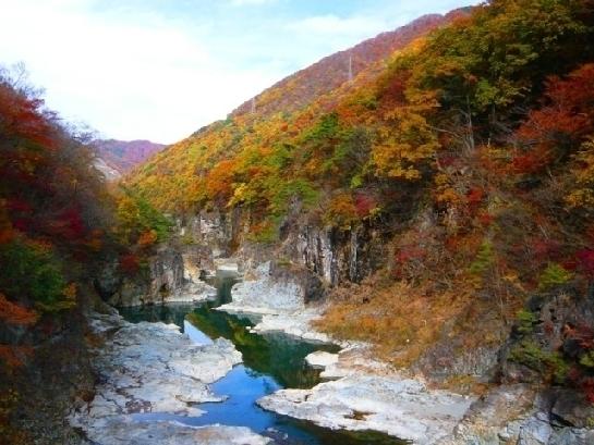巨岩と清流が織り成す景勝地「龍王峡」