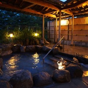 能登のリゾートエリアに佇む宿。満天の星を眺める贅沢な湯浴みを堪能