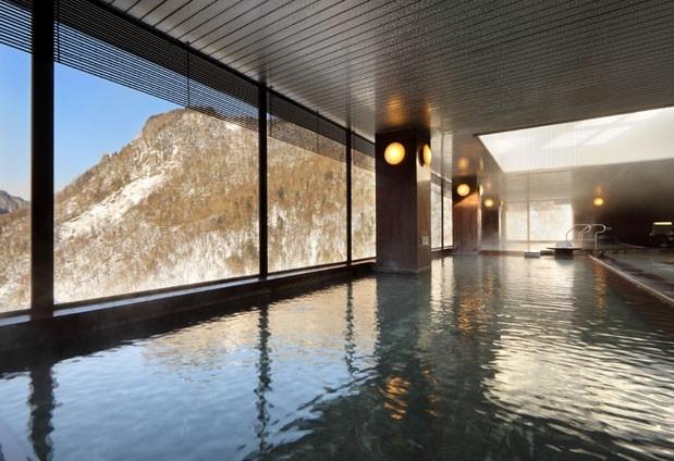 開放感溢れる浴場