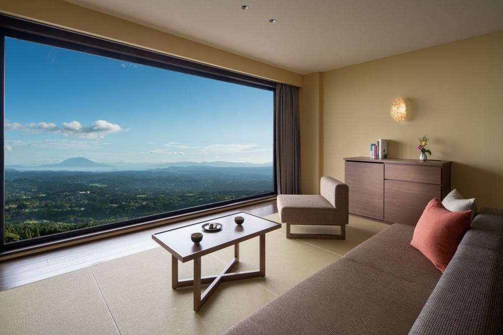 【8】桜島を見渡す壮大な自然に包まれた「星野リゾート 界 霧島」(鹿児島県)