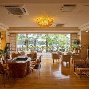 秋田の人気観光地・田沢湖を望む上質宿「湖畔浪漫の宿 かたくりの花」へ行こう