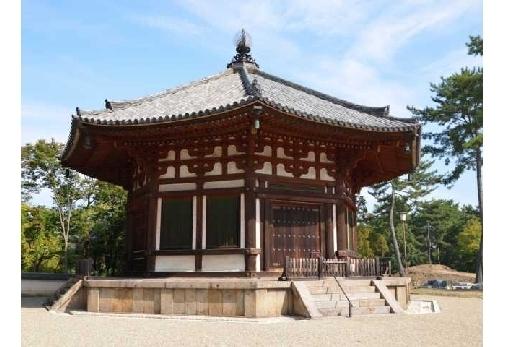 まず「興福寺」を観光