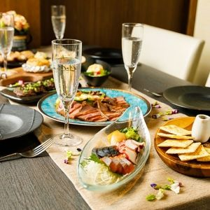 周囲を気にせずゆったり燻製料理を楽しむなら東京「完全個室 燻製工房 目黒」へ