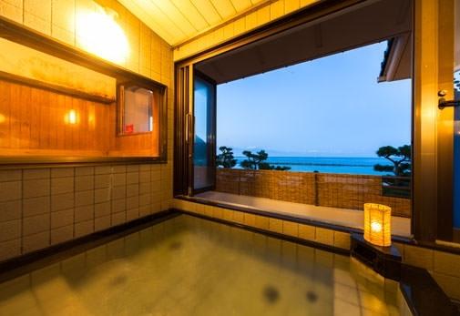 日本海を一望する温泉
