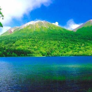 お湯が流れる滝もある!?《これぞ秘境》北海道の湖「オンネトー」