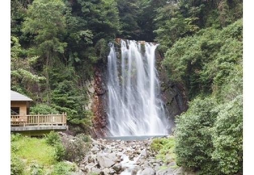 「丸尾滝」で自然の神秘を感じる