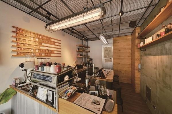 地元の人々に愛されて18年。芳しい香り漂うコーヒーの名店。
