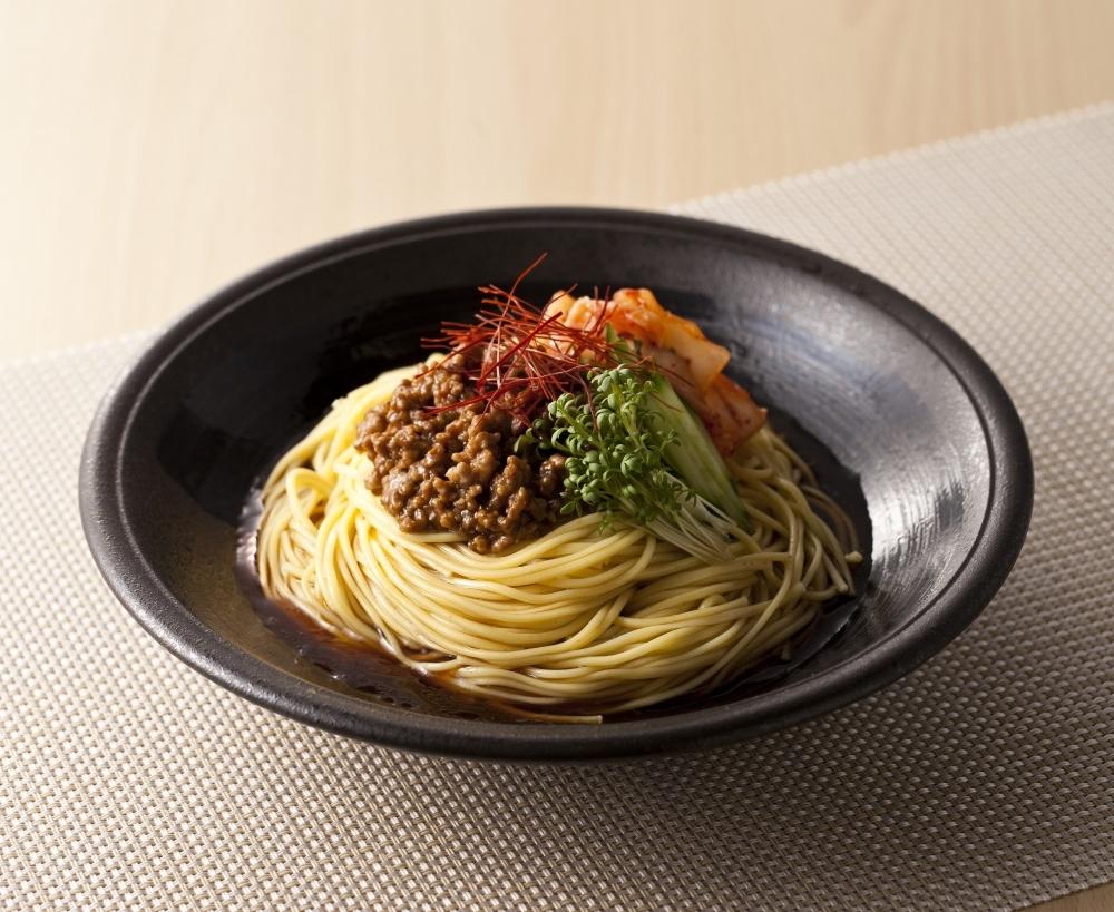 1位 伝統の味を新感覚でいただける「手延べピリ辛中華」(岡山)