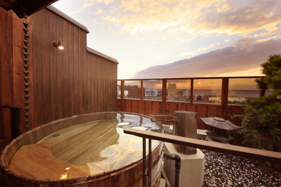 必見! 展望露天風呂で観る駿河湾に沈む夕陽