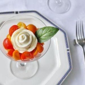 華やかなバラの花がかわいくて、おいしい。季節を楽しむ、バラのチーズ【連載第4回】