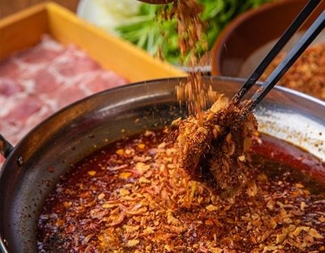 ビリビリとしびれる辛さややみつきになる「しびれ鍋」