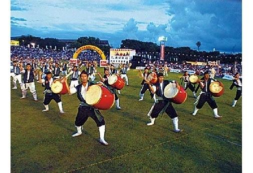 ④沖縄全島エイサーまつり(8・9月)