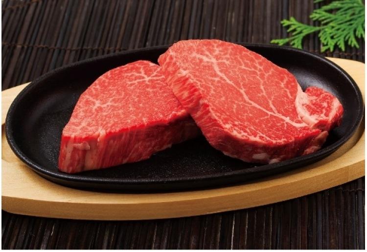■ステーキ/赤身と霜降りのバランスの良さを味わえる「長崎和牛ヒレステーキ 約120g×2枚」(長崎)