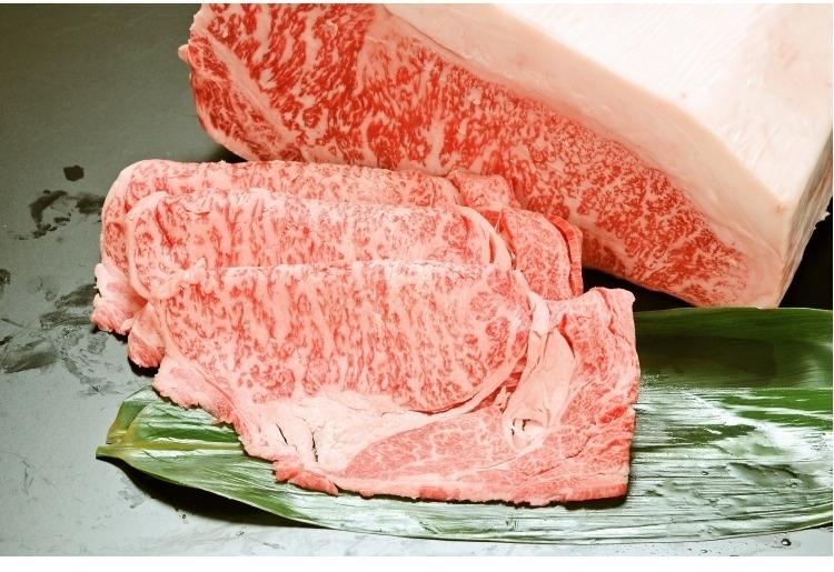 ■すき焼き/鍋でグツグツ煮える肉がたまらない「格付A-5 松阪牛すき焼き用 (サーロインまたはリブロース)」(三重)