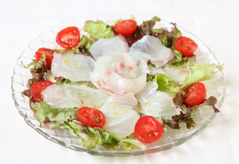 料理の美しさを引き立て、多彩なレシピで活躍