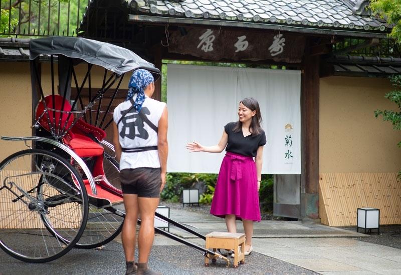 「南禅寺参道 菊水」まで人力車がお迎え