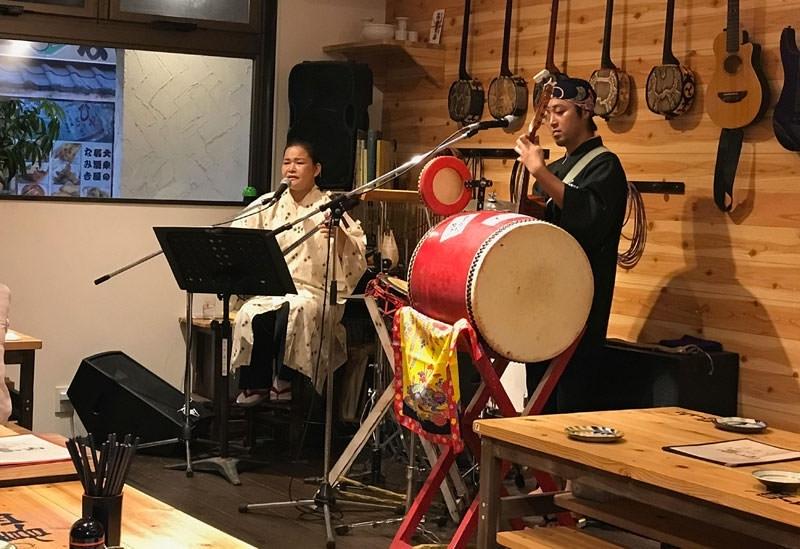 沖縄ならでは音楽も楽しめる「島唄居酒屋 喜山」