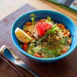独自の食文化が息づく 沖縄の離島グルメ店4選