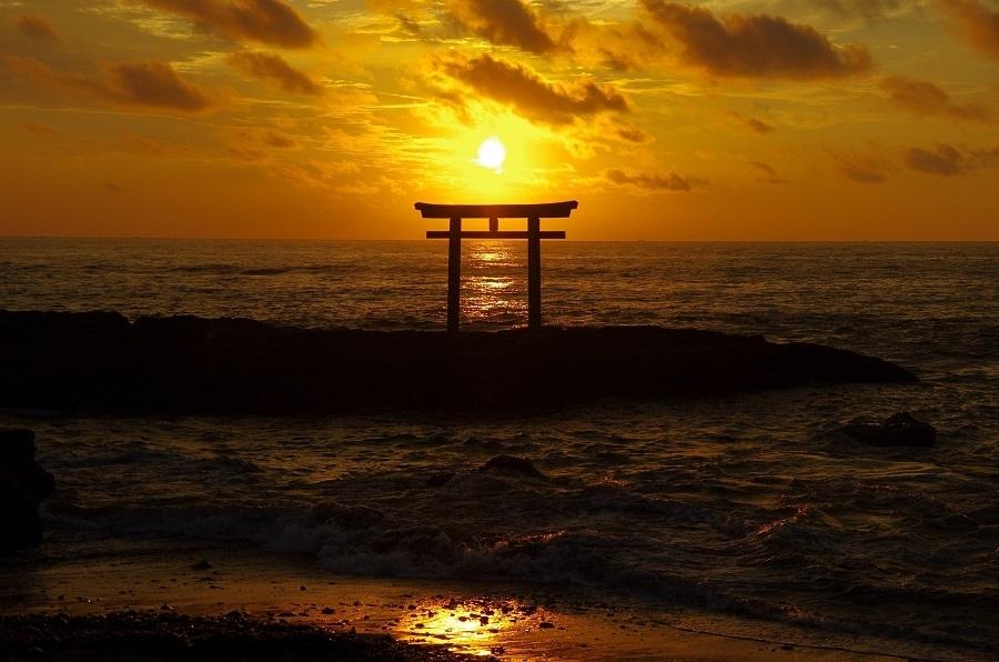 大洗磯前神社「神磯の鳥居」で見る絶景初日の出