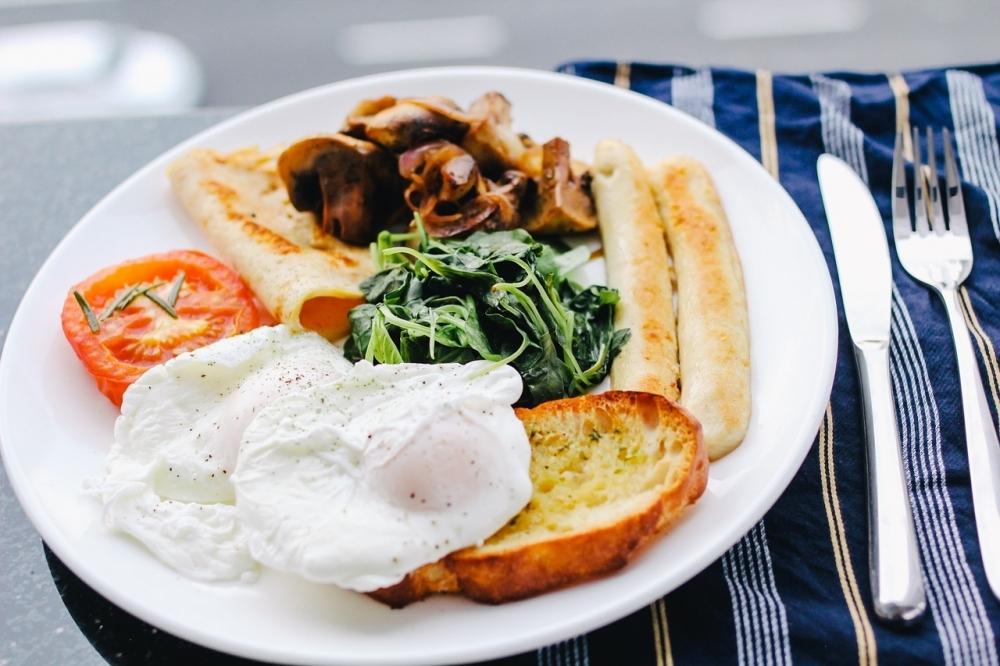 ホテルの朝食ビュッフェを上手に楽しむ方法④カフェメニューのように盛る