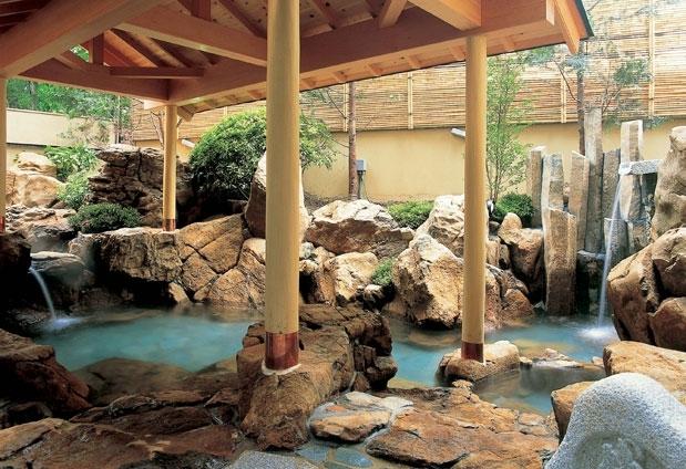 天然温泉を楽しめる大浴場と貸切風呂