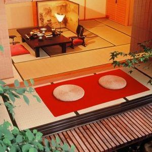草津温泉で唯一の天然岩風呂へ。風情たっぷりの老舗の温泉宿とは