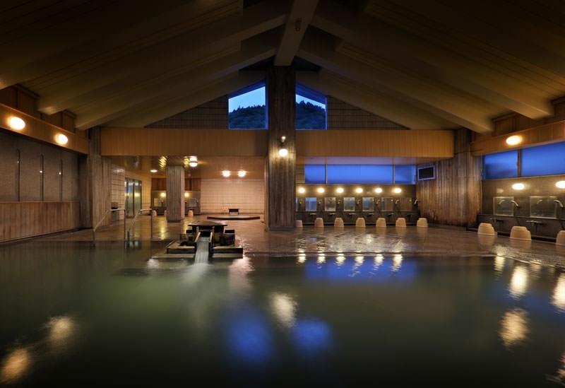 美肌の湯として古くから名高い「源蔵の湯 鳴子観光ホテル」(宮城)
