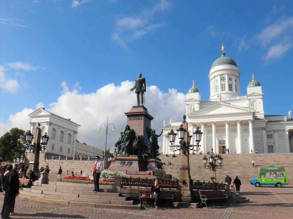 紙糸や、駅でゲットしたフリーペーパー/ヘルシンキ(フィンランド)
