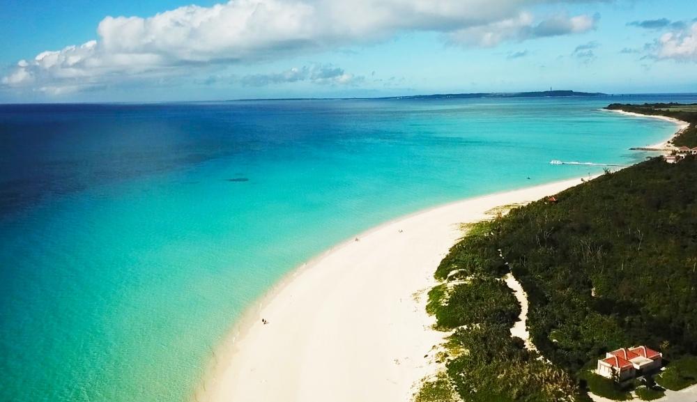 東洋一のビーチ!! 青い海&白い砂が際立つ、与那覇前浜ビーチ