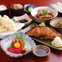 宮崎県日南市にある油津漁港の目の前。魚介を食べるなら「びびんや」へ!