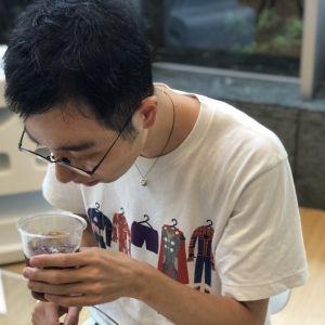 バリスタ・柳隆晴さんがコンビニ4社のアイスコーヒーを飲み比べ! 【2020年夏編】その0